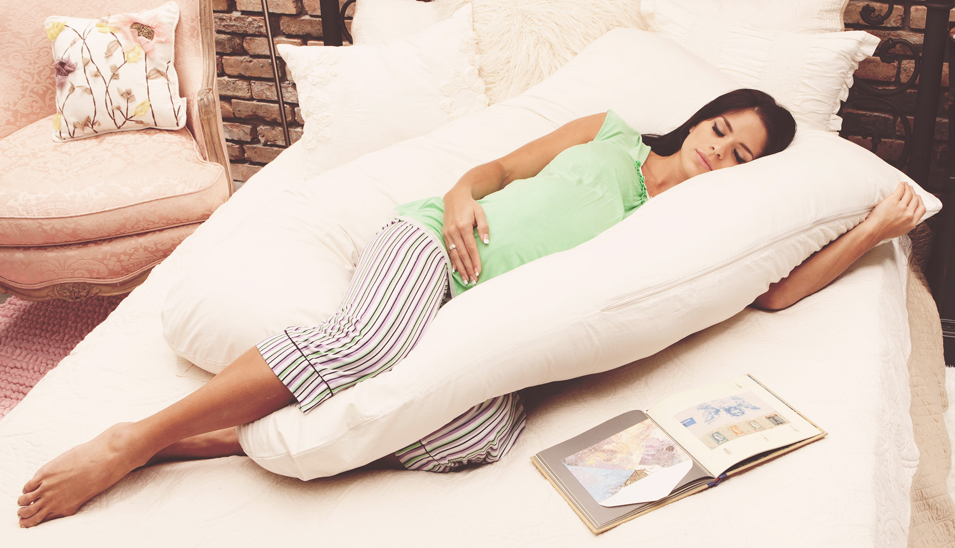 The Best Pregnancy Pillow To Get Some Much Needed Sleep 2017